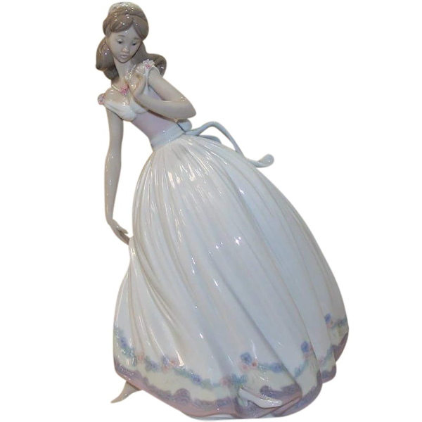Lladro Figurine, 5957 The Glass Slipper, Cinderella