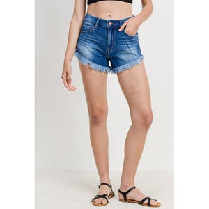 clean frayed hem shorts