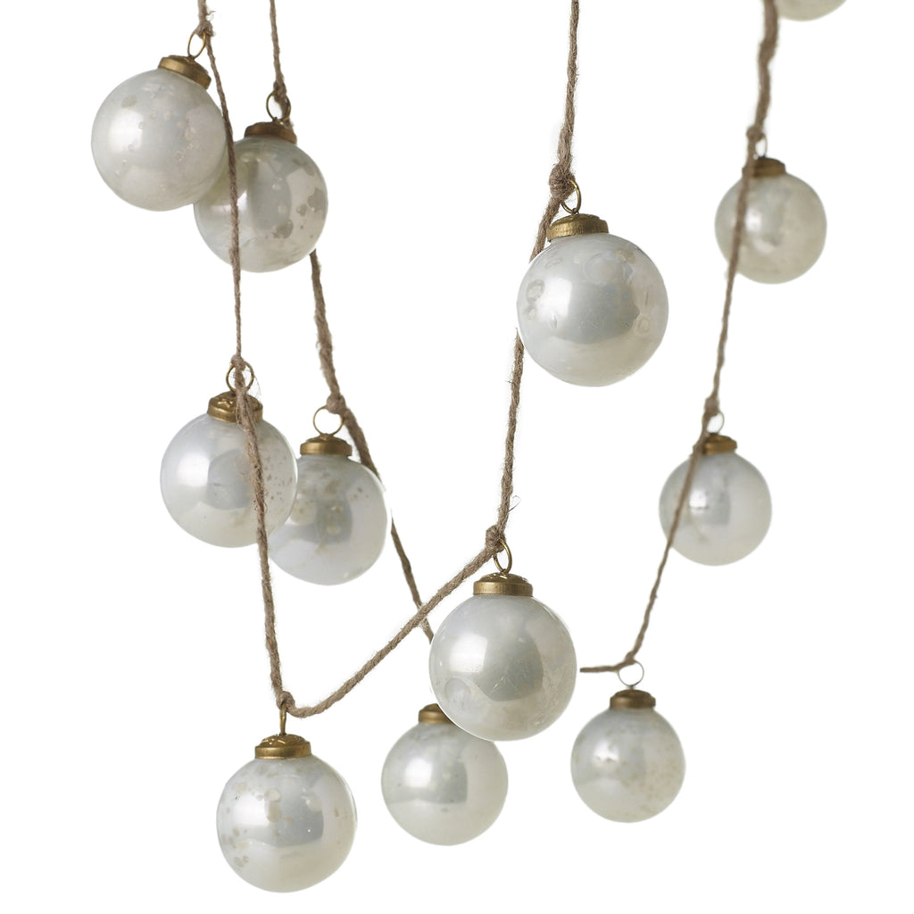 Milky Ornament Garland