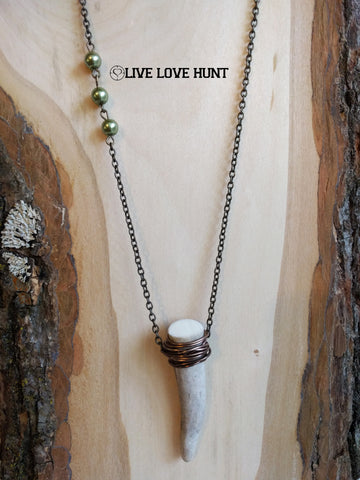 live love hunt™ antler necklace, crocodile