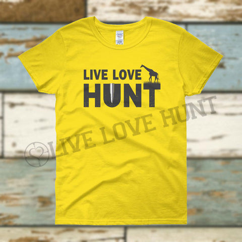 live love hunt™ giraffe - women's tee