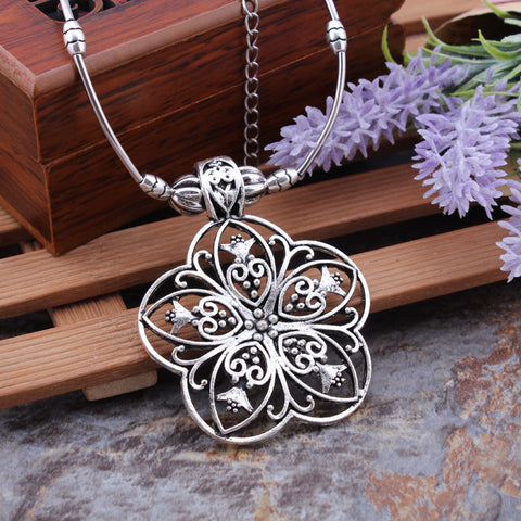 Floral Shaped SIlver Toned Necklace