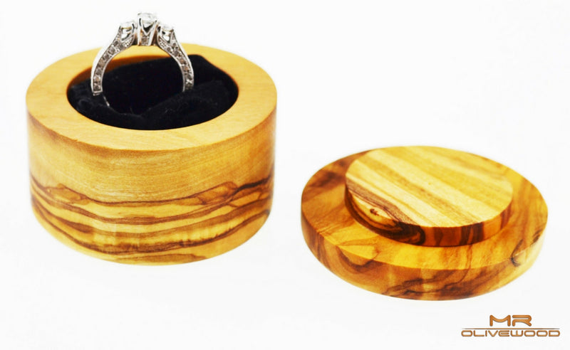 products/olive_wood_round_ring_jewellery_box_by_mr_olive_wood_3.jpg