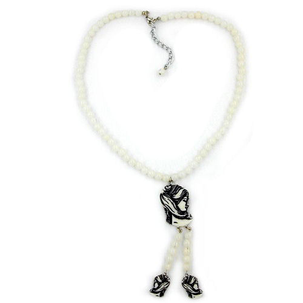 NECKLACE WHITE BEADS AND BLACK/BEIGE CAMEO