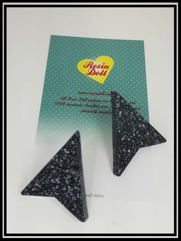 Black glitter arrow head stud