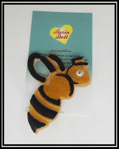 Busy Bee Brooch in gold