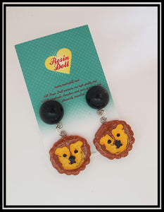 Rusty lion drop earrings
