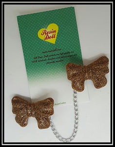 Light bronze bow cardigan clip