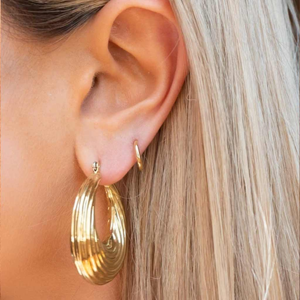 Wave Hoops in Gold