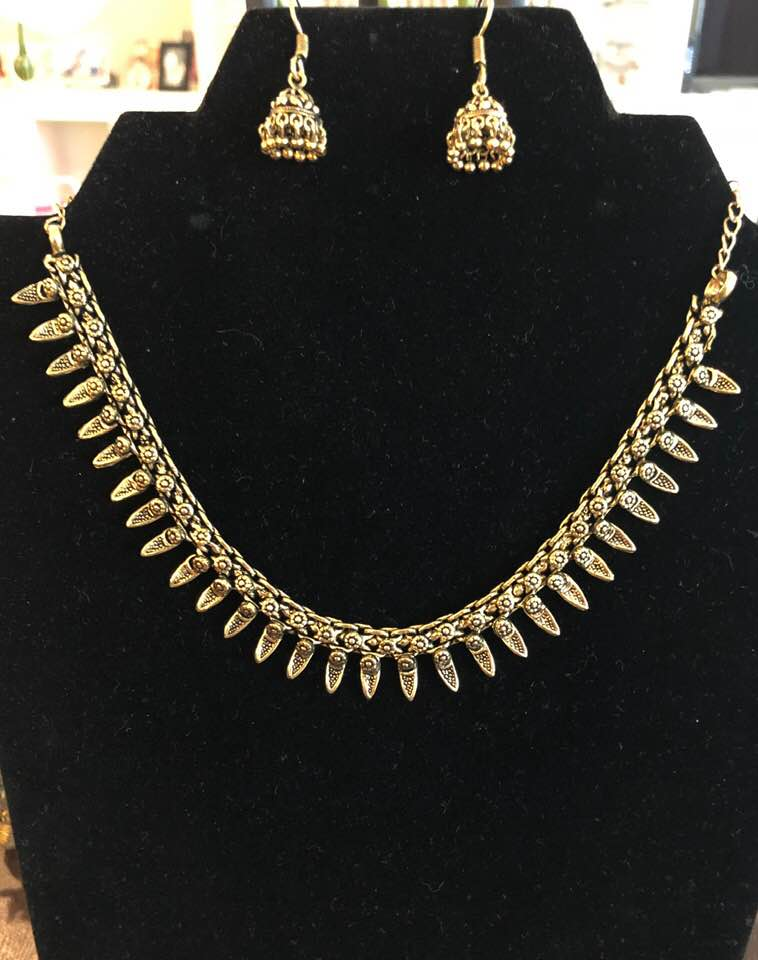 Antique Design Gold Necklace with Matching Earrings