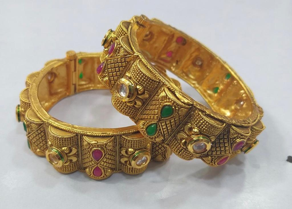 Antique Gold Plated Kundan Bangles