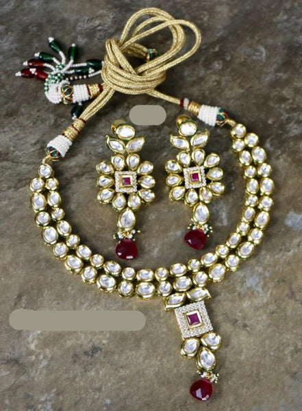 Adjustable High Quality Kundan Choker Necklace Set with Matching Earrings.