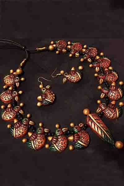 Look traditional yet elegant in this Copper & Green Terracota Necklace with matching Earrings. Light weight & easy to wear