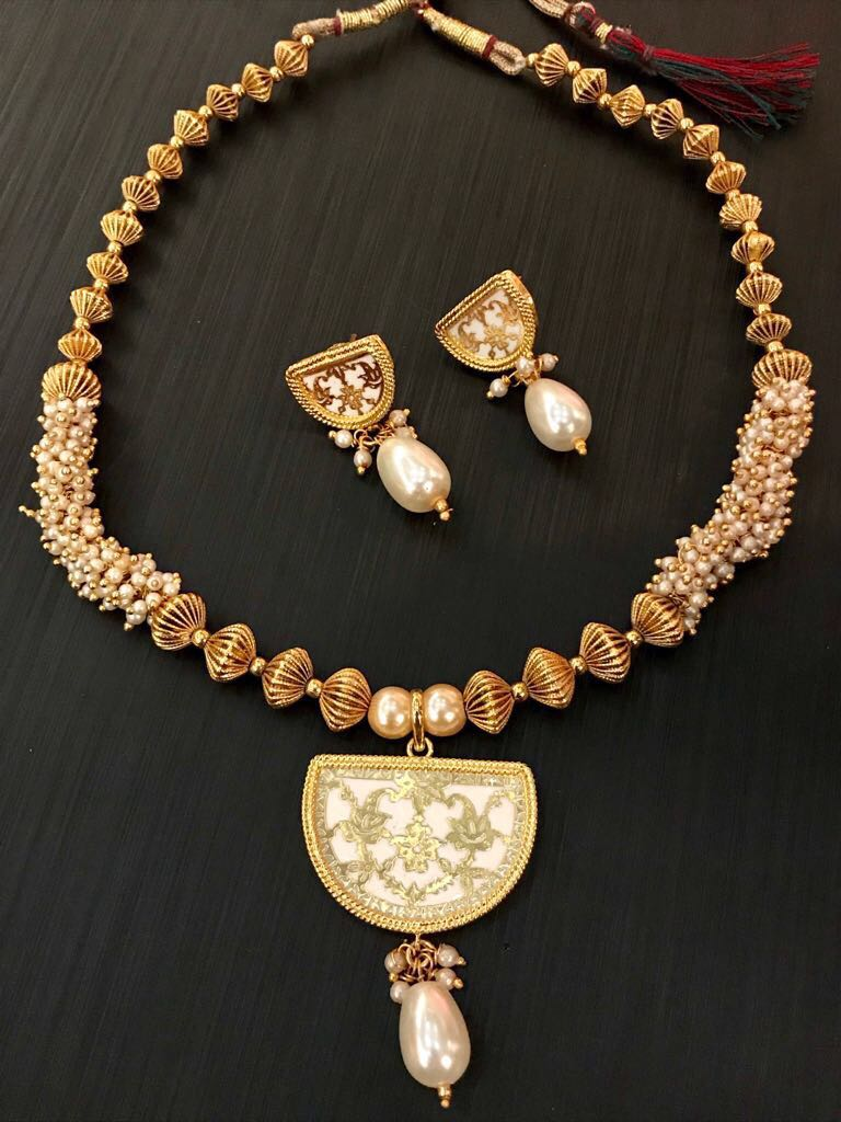 White Antique Gold Plated Thewa Necklace Set