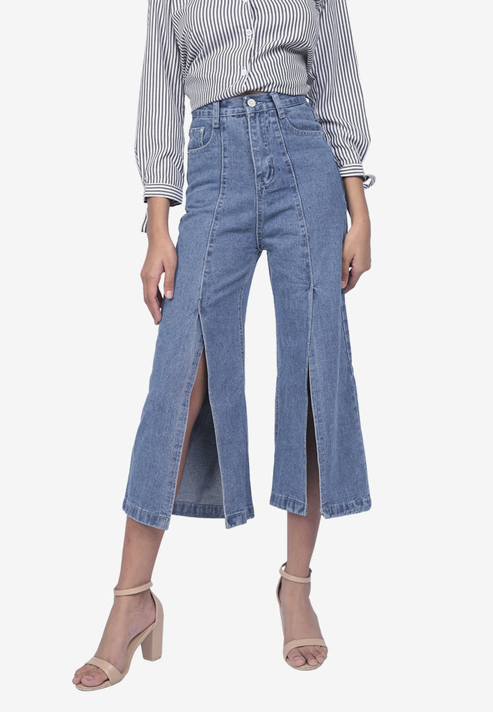 Front-Slit Cropped Jeans