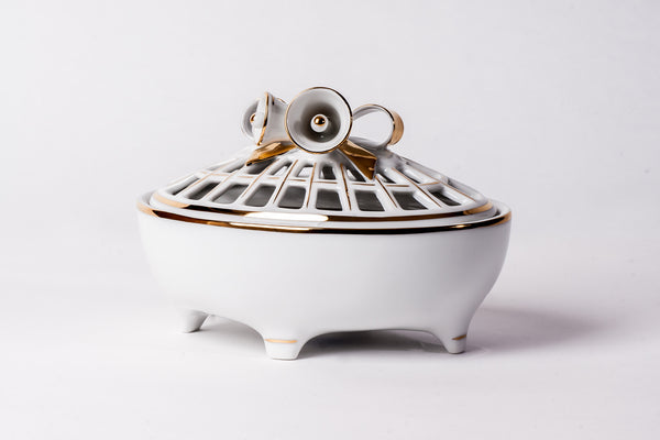 Lovely Porcelain Box, Hand Painted With Gold - Diamond Fine Porcelain - 1