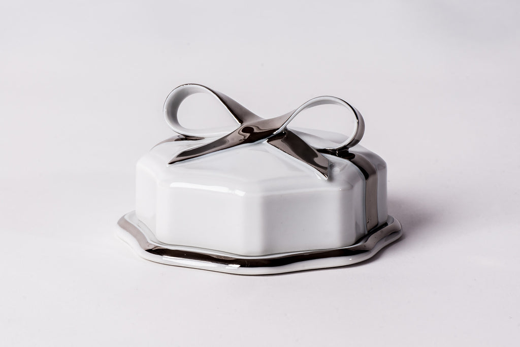 Lovely Porcelain Box With Platinum Ribbon - Diamond Fine Porcelain - 1