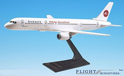 Makung International Boeing 757-200 Airplane Miniature Model Plastic Snap Fit 1:200 Part# ABO-75720H-024
