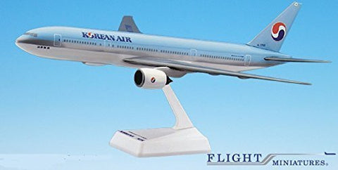 Korean Air (84-Cur) 777-200 Airplane Miniature Model Snap Fit 1:200 Part#ABO-77720H-011