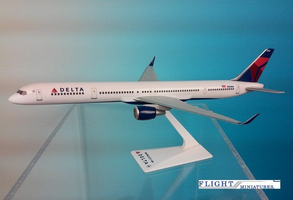 Delta Air Lines (07-Cur) 757-300 Airplane Miniature Model Snap Fit 1:200 Part #ABO-75730H-007