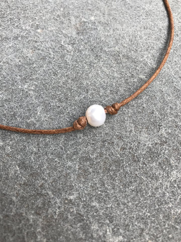 Single Pearl Chocker Necklace - Tan