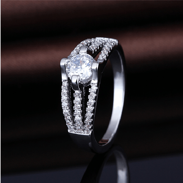 NRVYVVH9 White Gold Plated CZ Ring