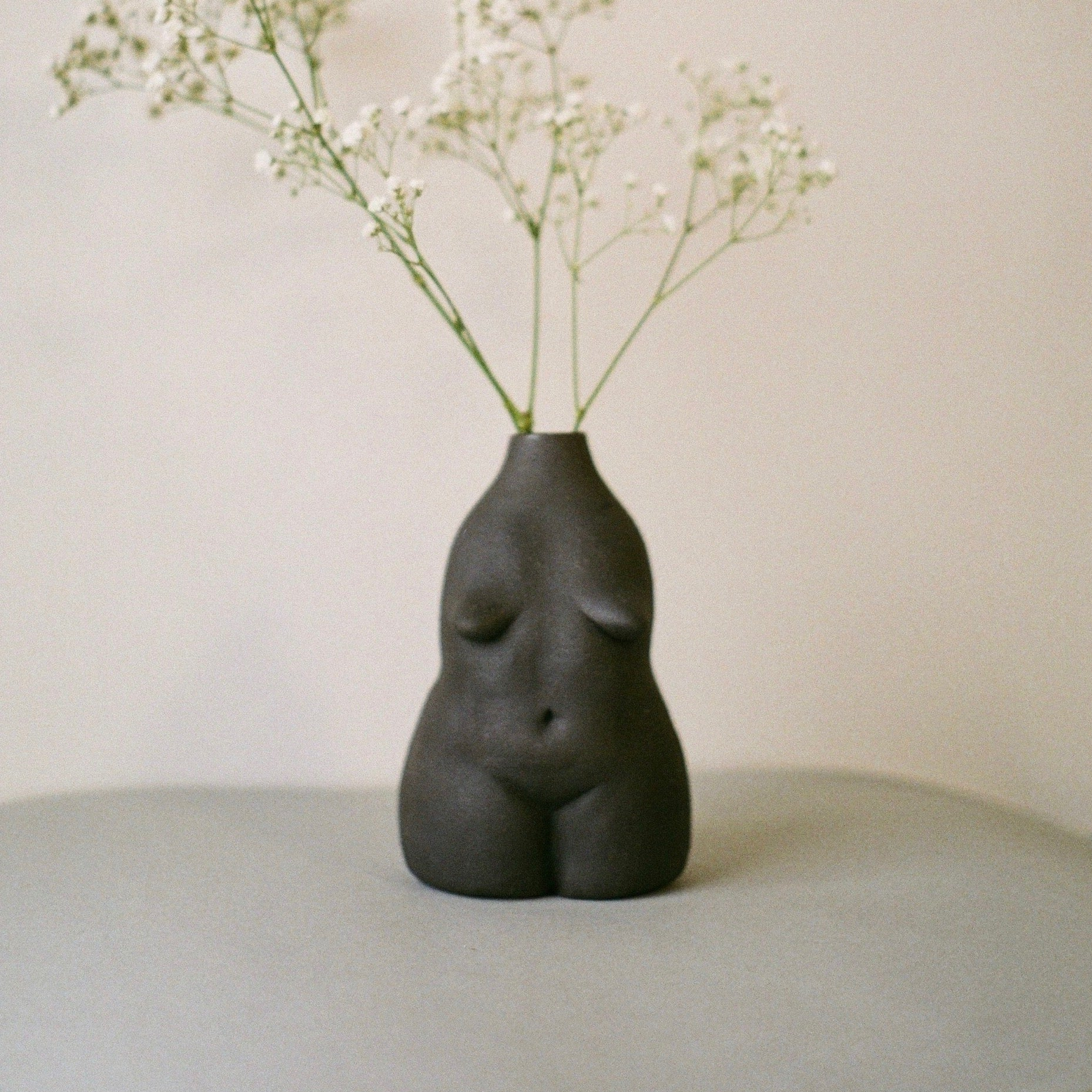 The Woman Vase Matte Black