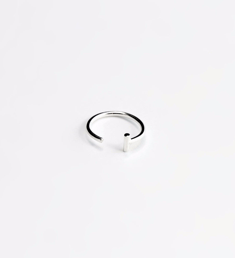 Essential Dash Hoop Earring / Silver
