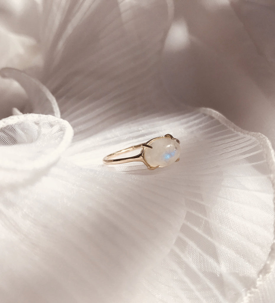Classic Moonstone Ring / Gold