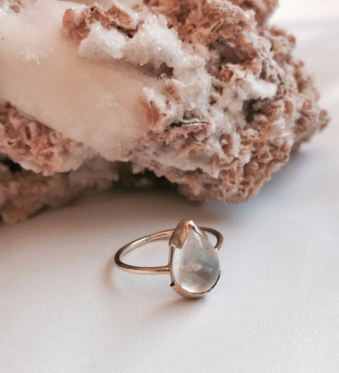 Moonstone Teardrop Ring / Gold