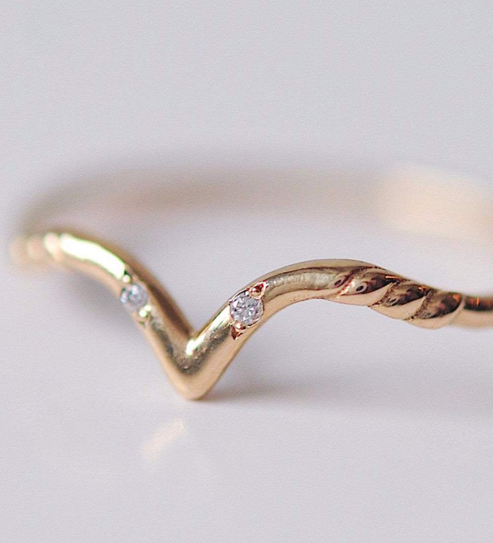 White Swan Ring / Gold