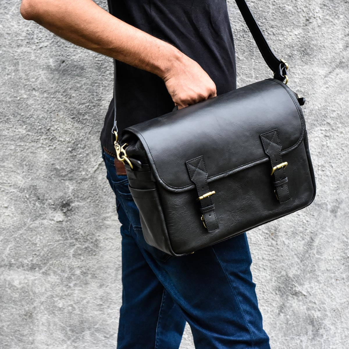 150c7b1f9f4 ... leather by Blackforest · Luxury camera bags at affordable price, Rimo  I, stylish camera messenger bag in black ...