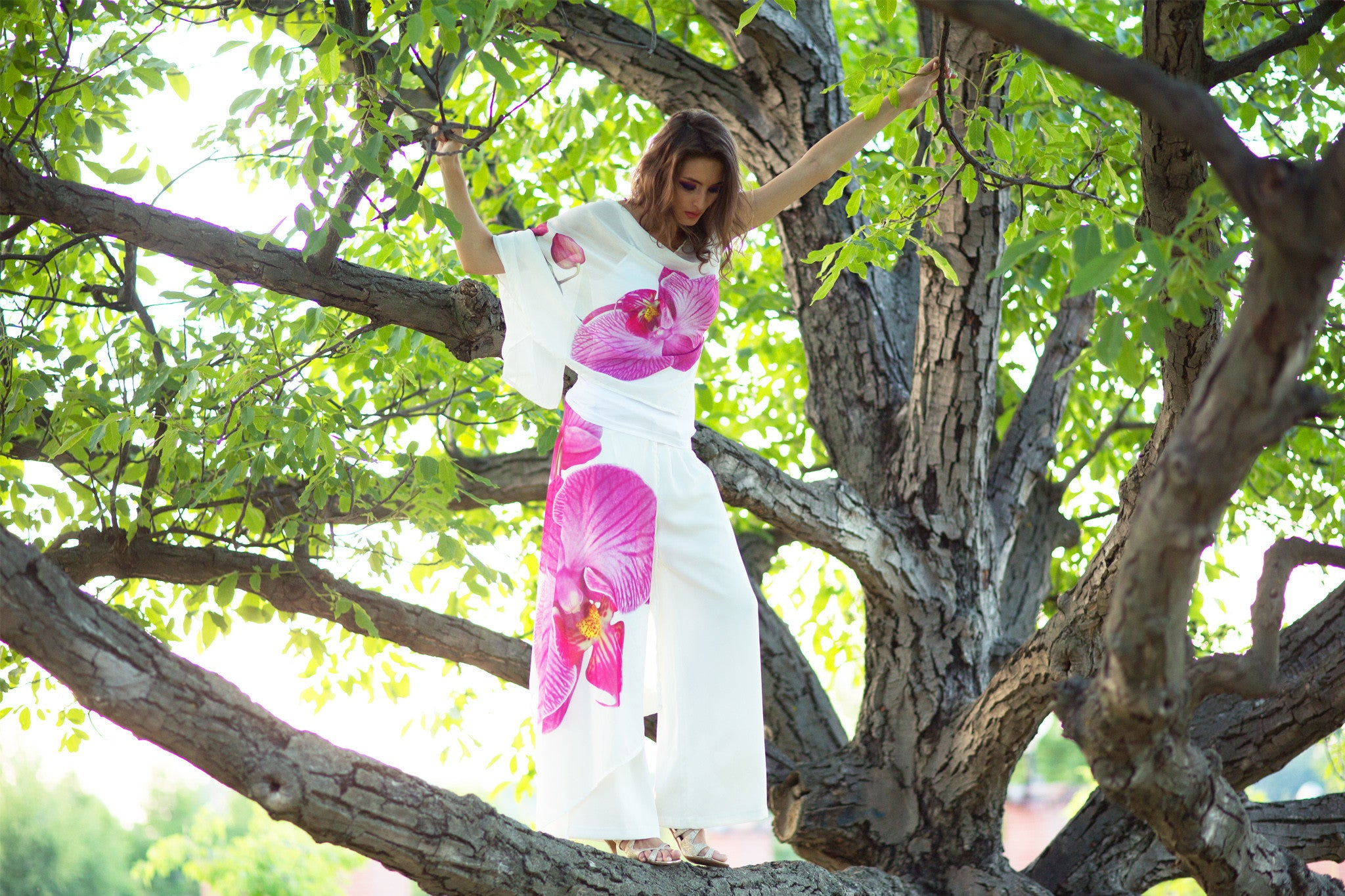 kites and bites shooting day, model, photographer, garden, flowers, orchid, tree clothes, photo, laugh