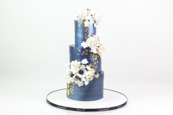 Three-Tiered Elegant Cake  كيكة من ٣ طوابق