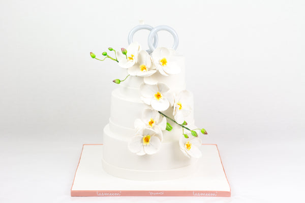 White Engagement Cakes - كيكة خطوبة