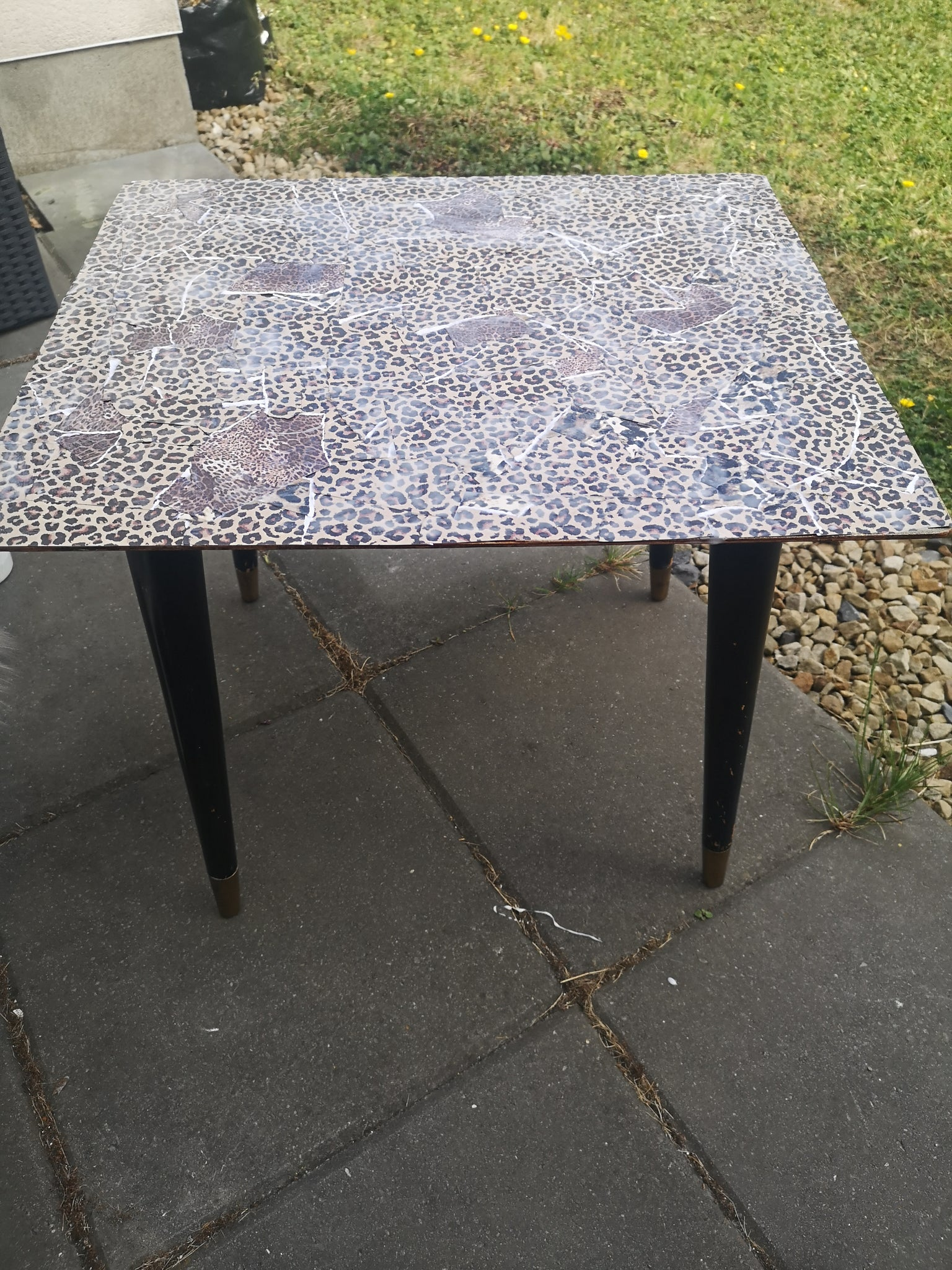 HOW I UPCYCLED AN OLD COFFEE TABLE