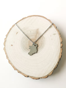 THE ÉIRE IRELAND MAP NECKLACE