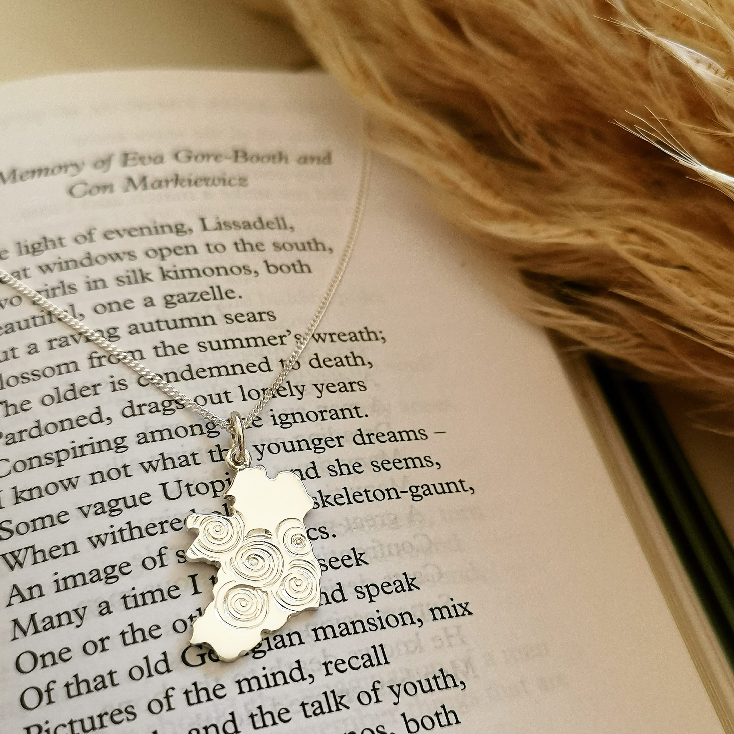 ÉIRE IRELAND MAP NECKLACE in sterling silver