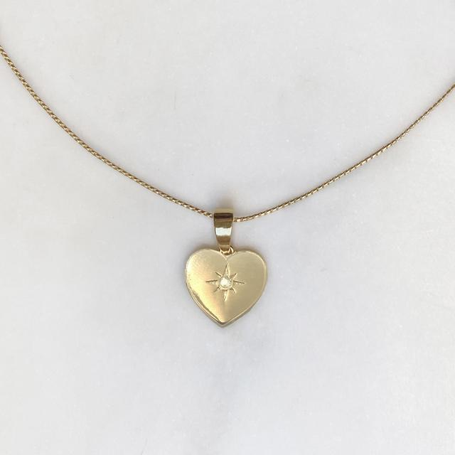 AMULET HEART NECKLACE