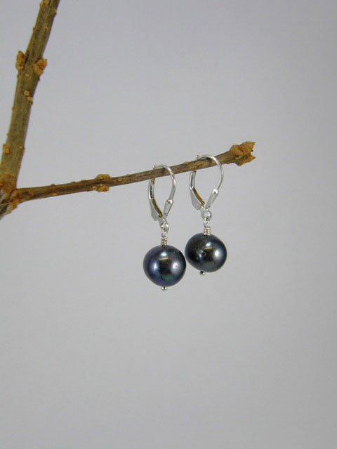 10 mm dark grey pearl. Also available in light grey and white.