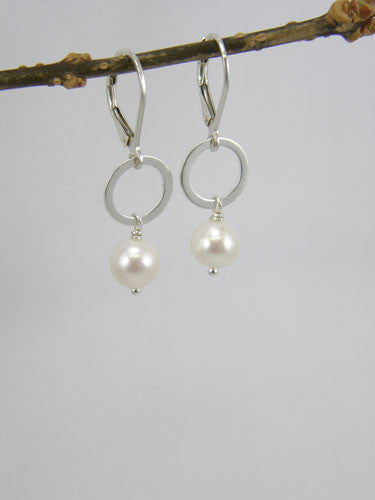 7 mm white pearl on a silver ring with a levered back hook. Also available in dark grey, light grey, and pink.