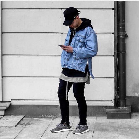 Streetwear outfit with denim jacket, dad hat and joggers