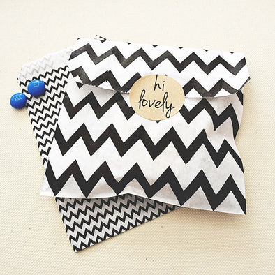 Medium Black Chevron Zigzag Stripes Favor Bags
