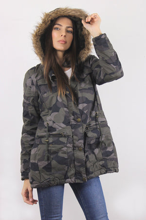 Camouflage coat with cargo pockets and fur hood. Image 5