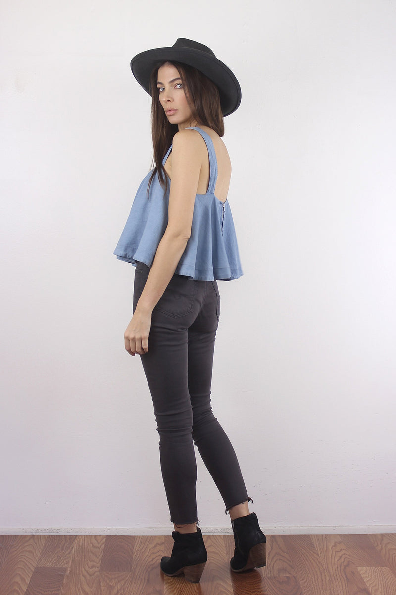 Chambray tank top with built in bra. Image 4