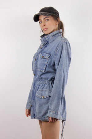Denim jacket with cargo pockets. Image 3