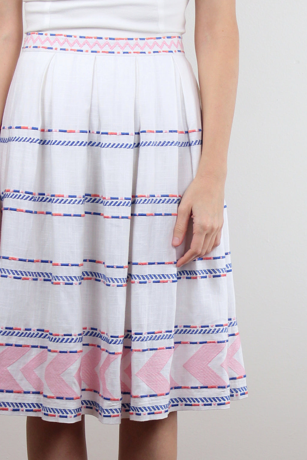 Embroidered midi skirt. Image 7