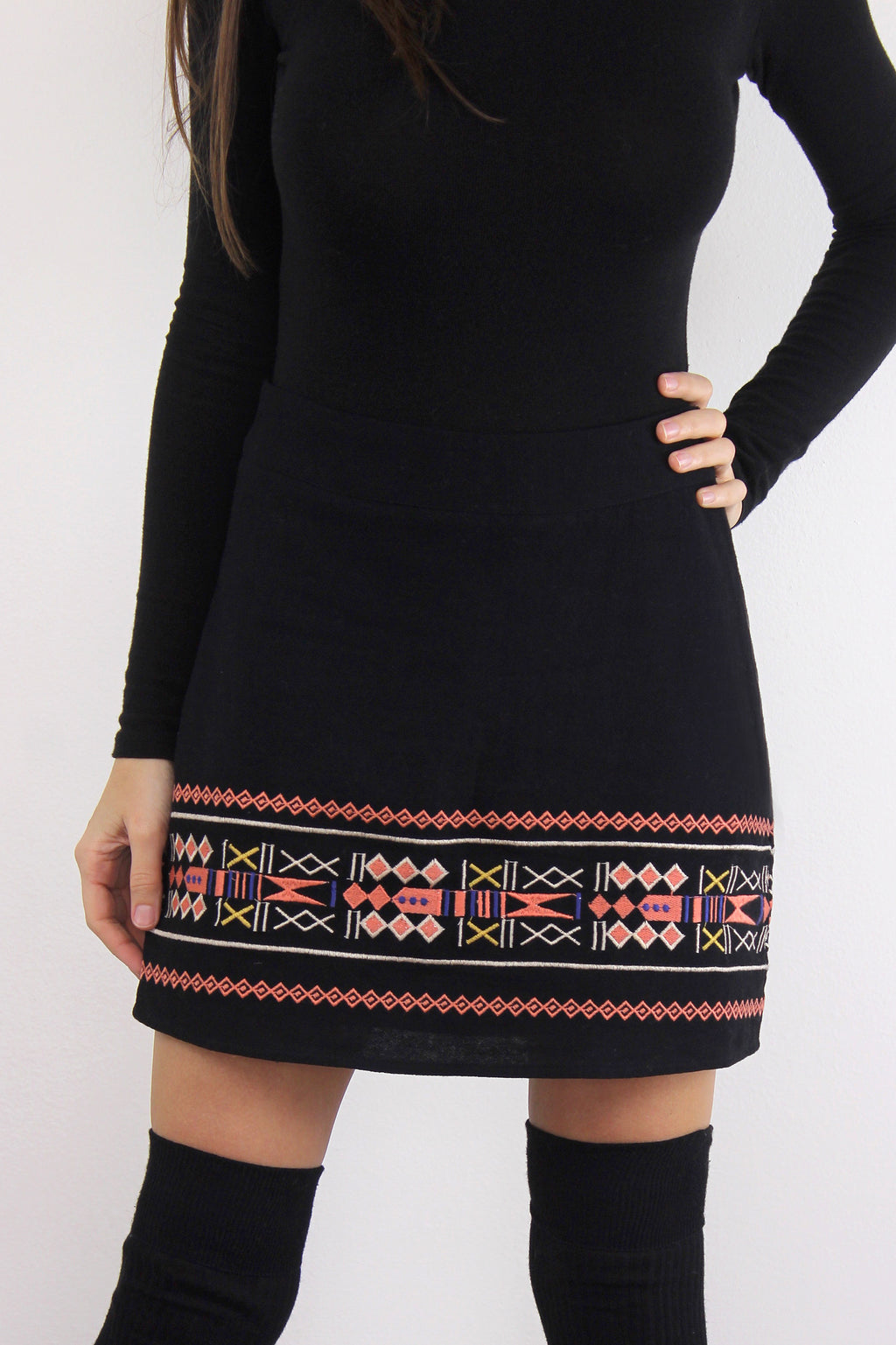 Black embroidered mini skirt. 3