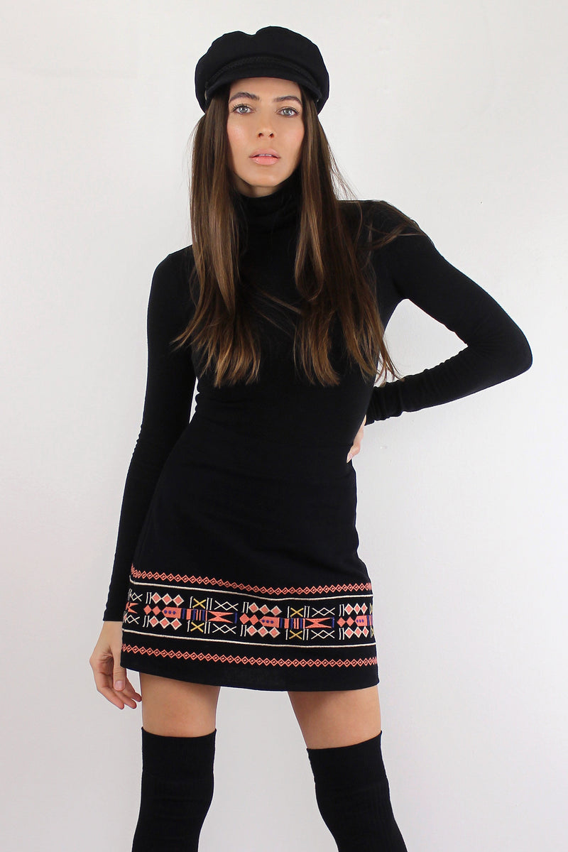 Black embroidered mini skirt. Image 5