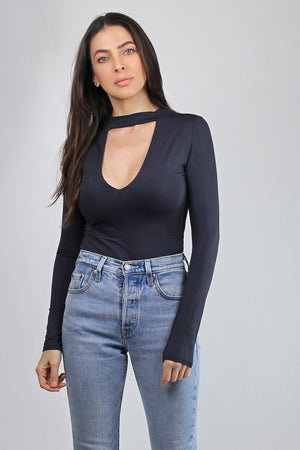Fitted-tee shirt with cut out neckline, in Washed Black. Image 5